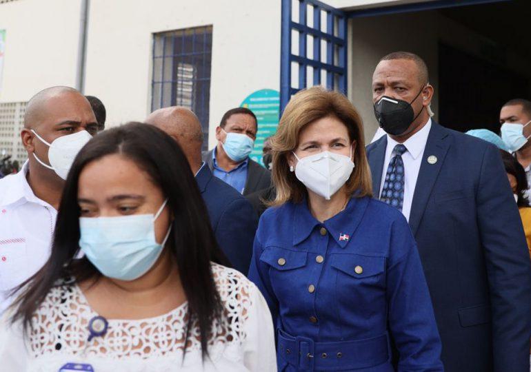 Raquel Peña supervisa avances del Plan Vacúnate RD en Monte Plata