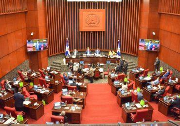 Senado aprueba resolución que prohíbe entrada de personas no vacunadas a lugares públicos y privados
