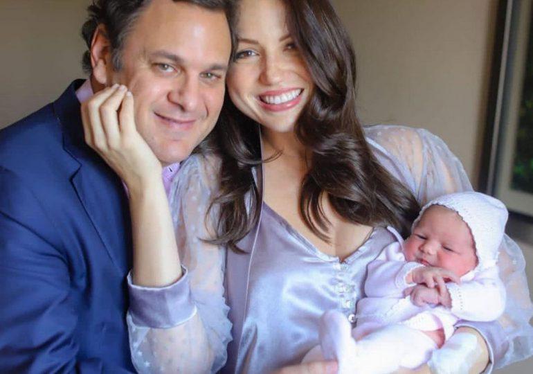 Nace primera hija del empresario Jacinto Peynado junto a la comunicadora Lorenna Pierre