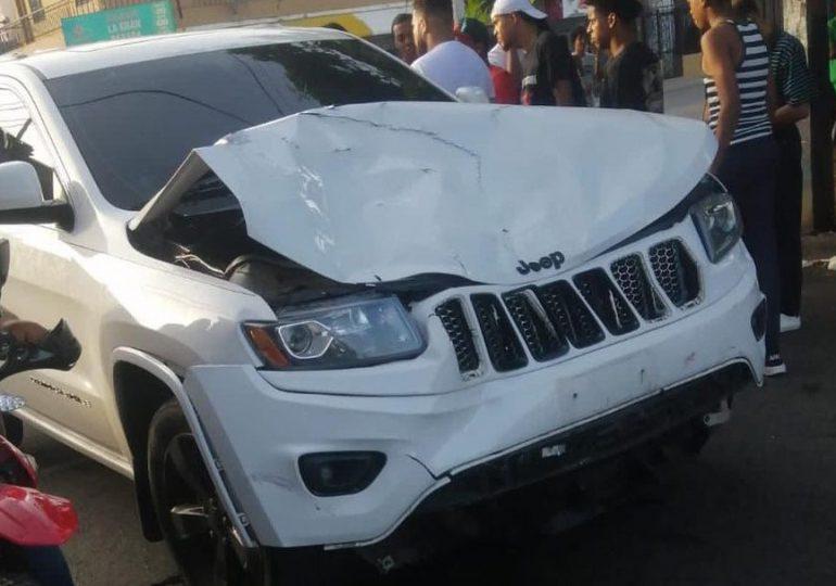 """Urbano """"Onguito Wa"""" sufre accidente de tránsito e impacta a dos personas"""