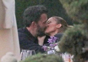 Besos al aire libre, JLo y Ben Affleck ya no ocultan su romance