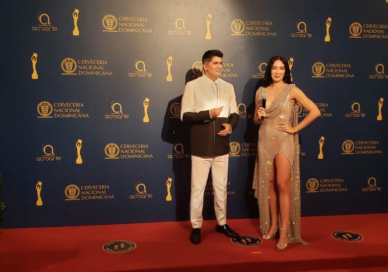 Llueven los memes en las redes por vestuarios en Premios Soberano