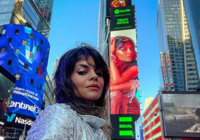 Techy Fatule en las pantallas de Times Square
