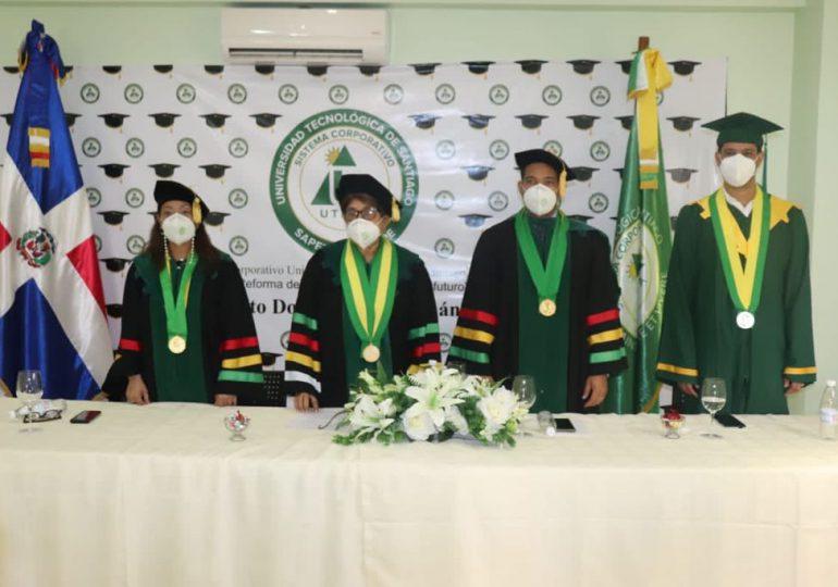 UTESA entrega 390 títulos a nuevos profesionales en su nonagésima tercera graduación