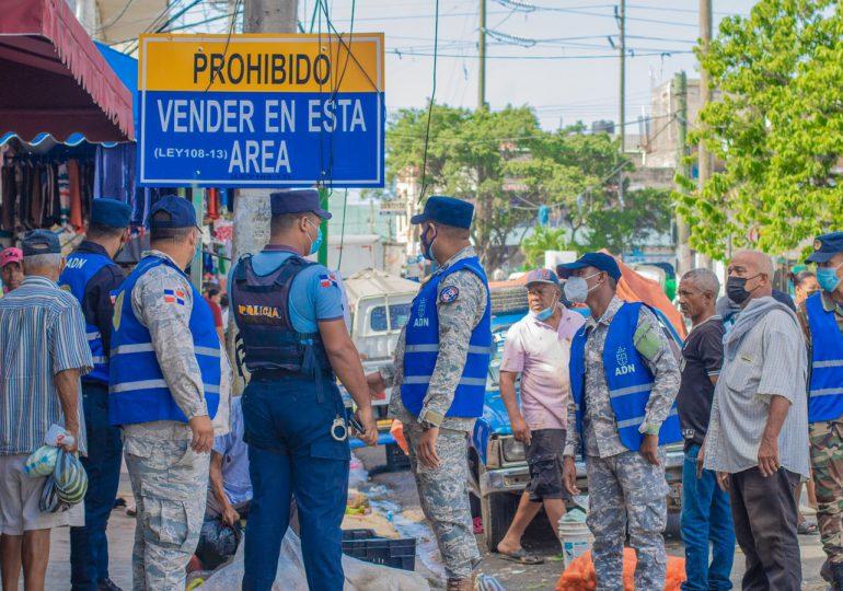 Ayuntamiento del Distrito Nacional desaloja vendedores ambulantes  ocupaban espacios públicos