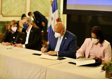 Gobierno y ADP firman acuerdo para mejorar condiciones de vida de docentes