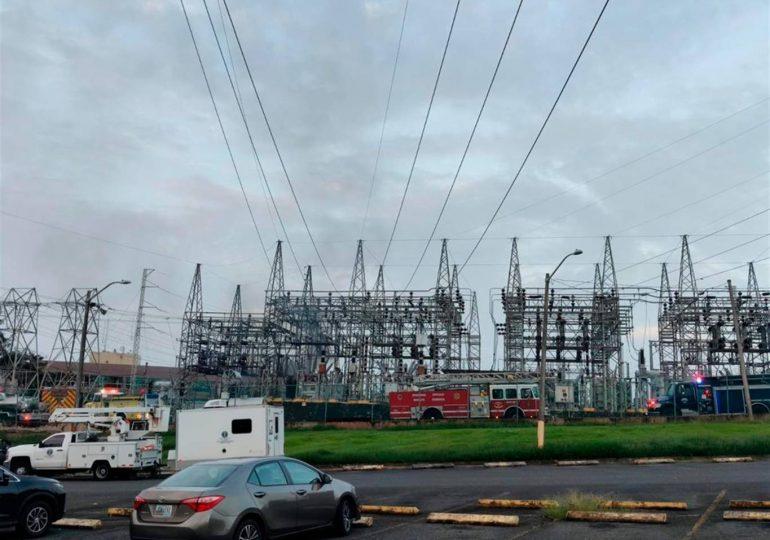 Compañía eléctrica en Puerto Rico sufre ciberataque e incendio que deja a miles sin luz