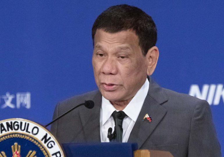 """Presidente de Filipinas: """"Si no quieren vacunarse, los arrestaré y les inyectaré la vacuna en el trasero"""""""