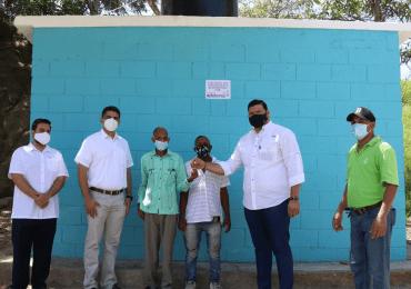 Fundación Refidomsa entrega baños comunitarios en Haina y Nigua
