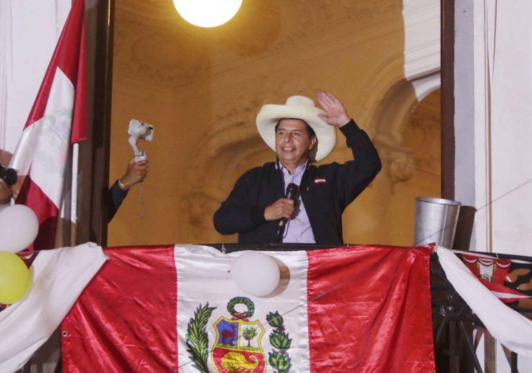 Cinco días sin conocer ganador de balotaje en Perú pero izquierda latinoamericana saluda a Castillo