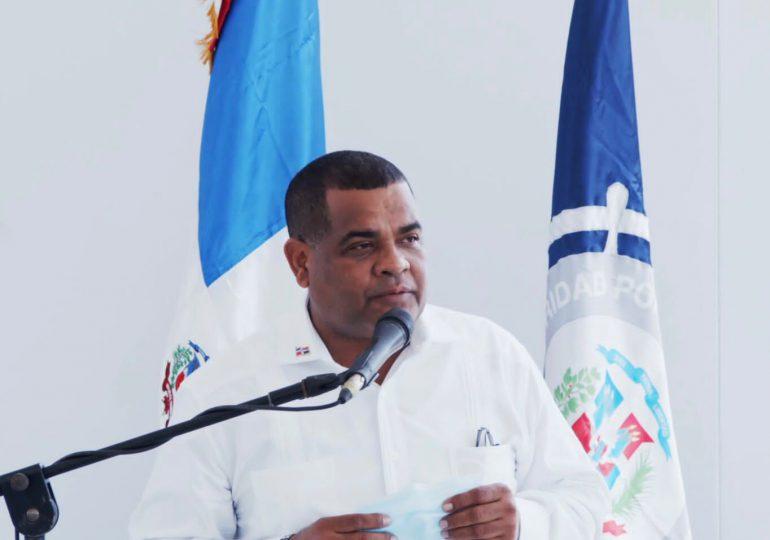VIDEO | Detienen al alcalde de Barahona, supuestamente por violar el toque de queda