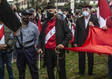 """Militares retirados se manifiestan contra supuesto """"fraude"""" electoral en Perú"""