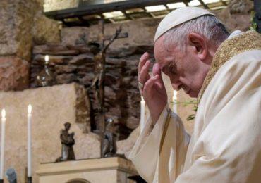 El papa, convaleciente, renuncia a celebrar una misa en San Pedro