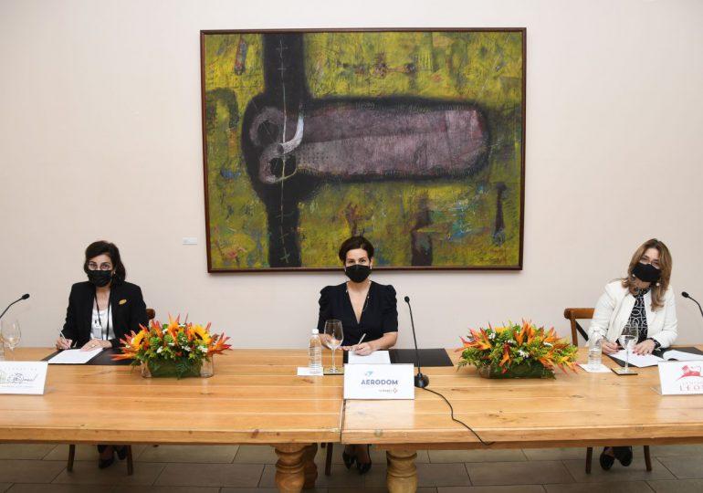Centro León y AERODOM acuerdan desarrollar exposiciones temporales de arte y cultura en aeropuertos