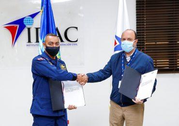El IDAC firma acuerdo con el CESAC y le dona 200 baterías para su radiocomunicación