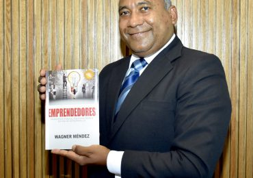 """Wagner Méndez presenta tercera edición de su libro """"Emprendedores: Principios para el éxito en países en vía de desarrollo"""""""