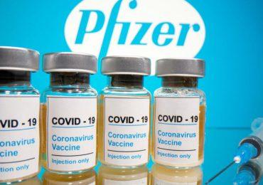 Pfizer presiona en EEUU por autorización para una tercera dosis de su vacuna