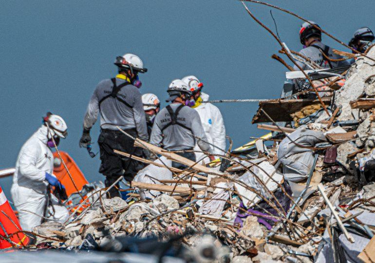 Suben a 22 muertos y 126 desaparecidos por derrumbe en Florida, amenazada por tormenta tropical