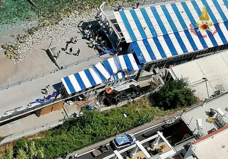 Minibús cae de un acantilado en la isla italiana de Capri