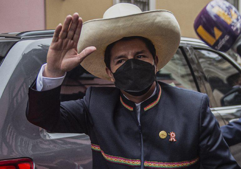Pedro Castillo se juramenta como nuevo presidente de Perú
