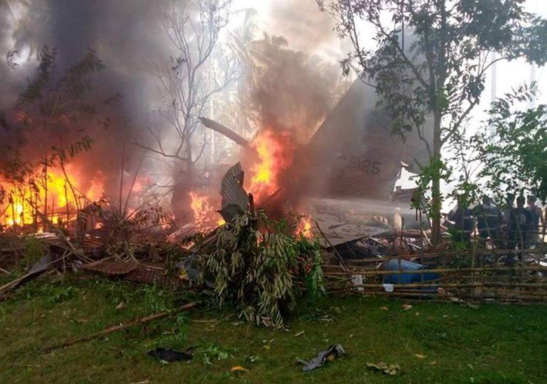 Al menos 45 muertos en accidente de avión militar en Filipinas