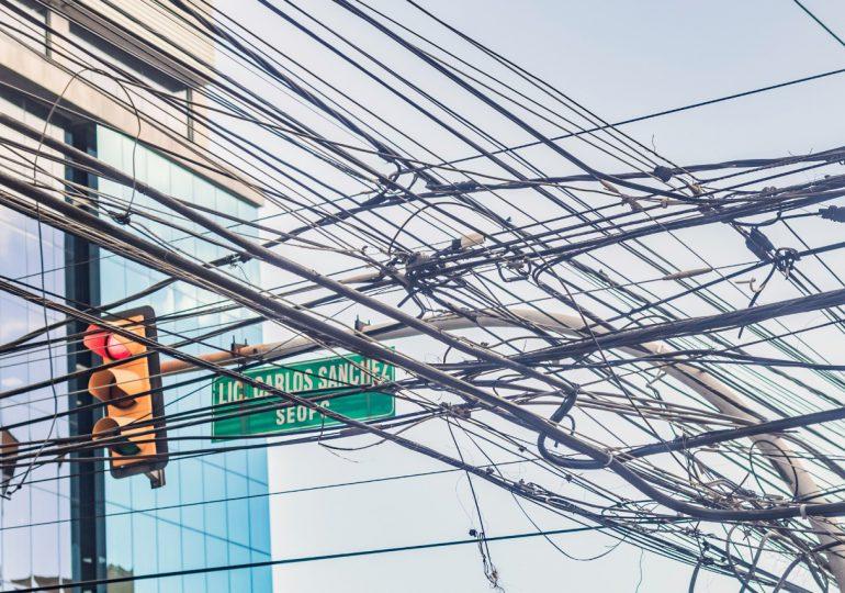 Edesur llama a empresas telefónicas y de cables reordenar cableado
