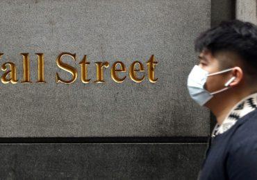 Caen acciones Wall Street por toma de beneficios tras récords