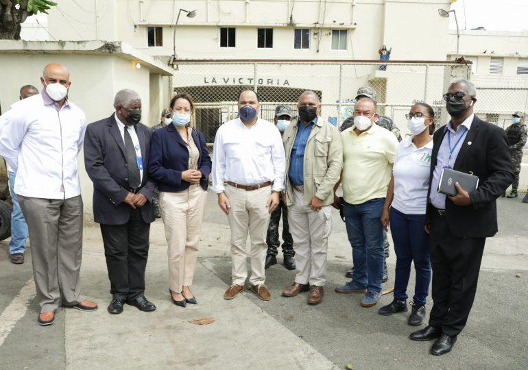 Dirección de Prisiones recibe visita del defensor del pueblo en el penal La Victoria