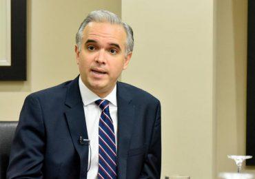 Ministro de Trabajo  informa se producirá un reajuste salarial en sectores de zonas francas y turismo