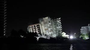 Derriban edificio que colapsó en Florida antes de la llegada de la tormenta Elsa