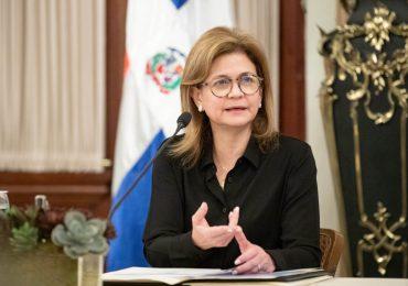 Vicepresidenta insta a continuar uniendo esfuerzos para vacunar a toda la población