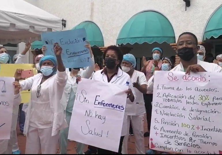 VIDEO | Enfermeras realizan protesta en reclamo del 30% de aumento salarial