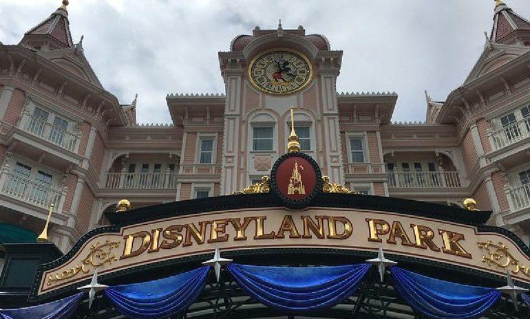 Disneyland París se disculpa tras haber impedido a una mujer amamantar en público