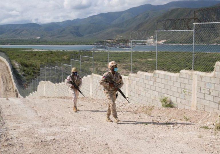 Llaman al gobierno a sellar frontera con Haití para evitar migración masiva de indocumentados