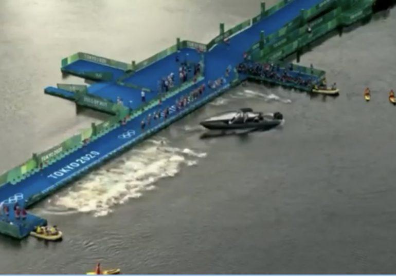 Un barco casi causa una tragedia en el inicio del triatlón masculino de los Juegos Olímpicos