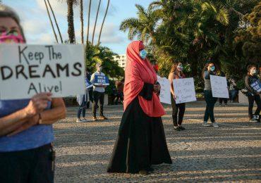 """Biden dice que apelará fallo judicial contra el programa para los """"Dreamers"""""""
