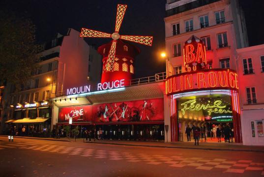 Francia abre sus discotecas tras 16 meses de cierre