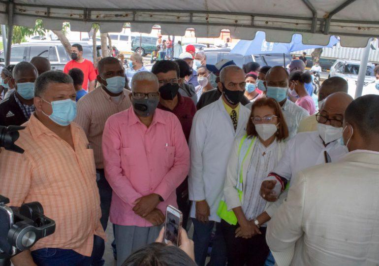 Director general de Pensiones participa en jornada permanente de vacunación SDN