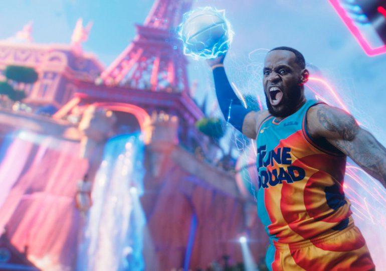 """LeBron James reina en la taquilla norteamericana con la nueva """"Space Jam"""""""