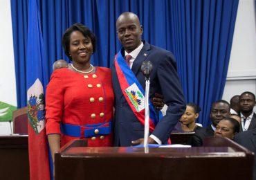 Fallece la primera dama de Haití tras atentado