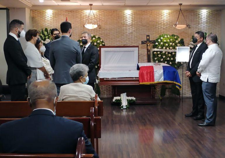 El cuerpo sin vida de Tirso Mejía Ricart está expuesto en la funeraria Blandino