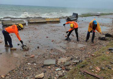 Defensa Civil realiza labores de limpieza y de respuesta tras paso de fenómeno Elsa