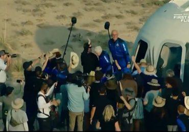 VIDEO | Aterriza cápsula de Blue Origin en la que Jeff Bezos llegó al espacio