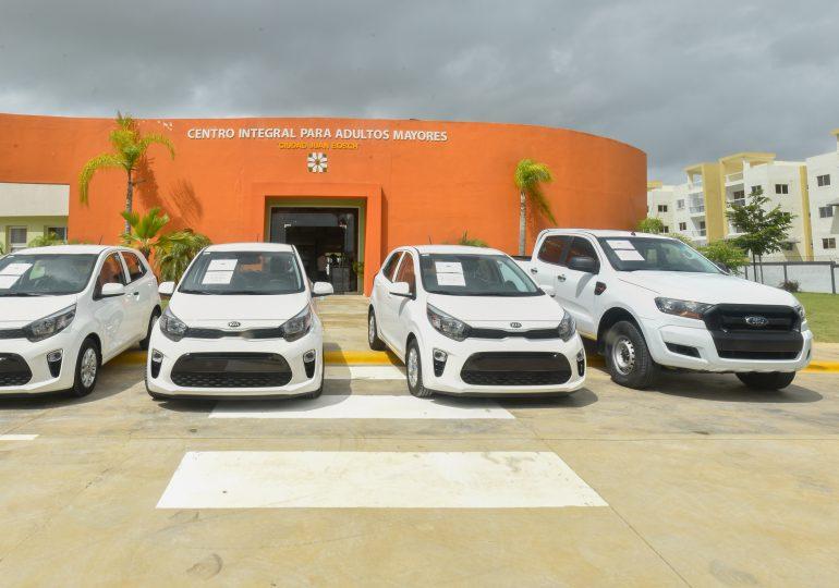 CONAPE entrega vehículos a asilos y entidades que asisten a envejecientes
