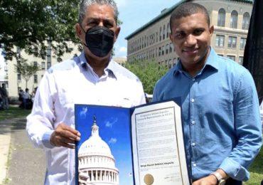 Congresista de EEUU, Adriano Espaillat, reconoce al periodista Vargavila Riverón por sus aportes en la comunicación