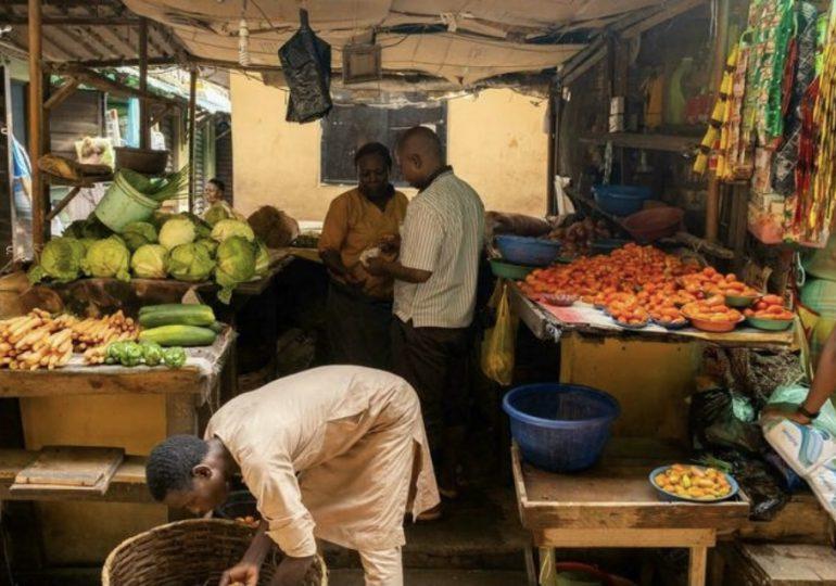 Mujeres en Nigeria lamentan no poder alimentar a sus hijos por el alza del costo de vida