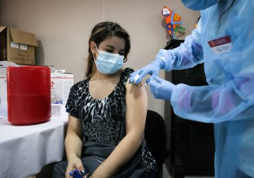 Uruguay aprueba tercera dosis de vacuna anticovid a inmunodeprimidos