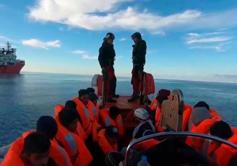 "El barco ""Ocean Viking"" rescata a 196 migrantes en el Mediterráneo"