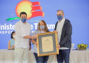 Ministerio de Turismo reconoce a INDUVECA por sus aportes en el parque La Confluencia
