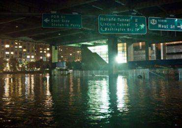 Videos: Se inundan las calles de Nueva York tras el paso de la tormenta Elsa